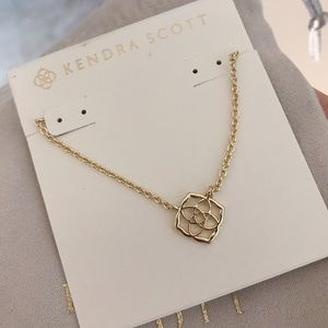 Logo Decklyn Pendant Necklace In Gold
